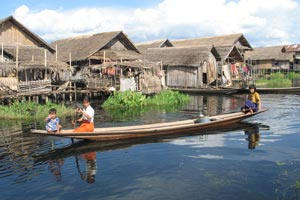 Villages flottants sur le lac Inle